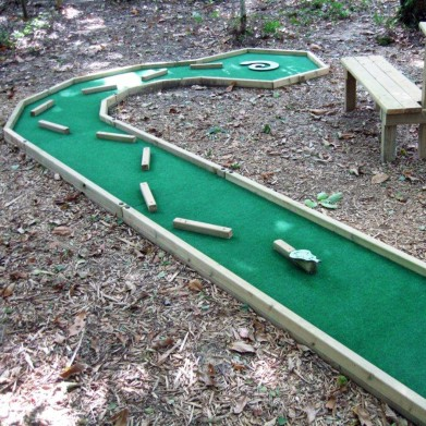 6-hole Mini-Golf